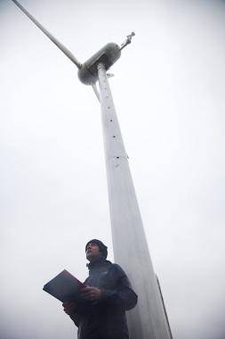 Alec Finlay reading Sky-wheel poems at the wind turbine